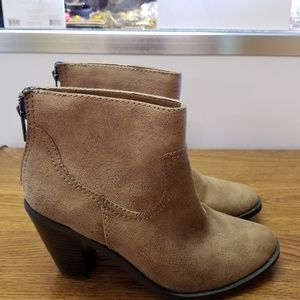 Shoes - NEW BROWN ANKLE BOOTS SIZE 8